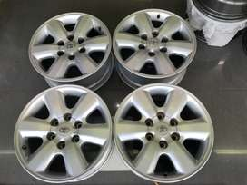 Toyota Fortuna / Hilux 17 inch mags for sale!!