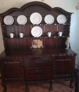Beautiful vintage buffet, table and 8 chairs