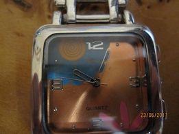 Продам новые часы для девочки