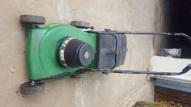 Victa Electrical Lawn Mower for sale.  New enjin. R1200. Cash deals on