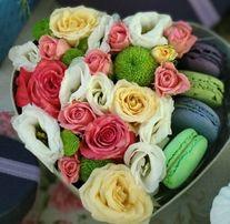 Свежие цветы в коробке, оригинальный подарок