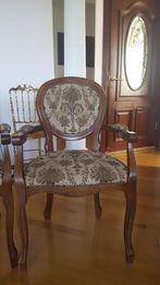 Деревянные стулья, кресла.