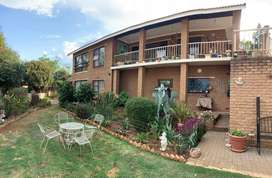 View of the Vaal dam, double story. Build in bar. Ideal for air bnb
