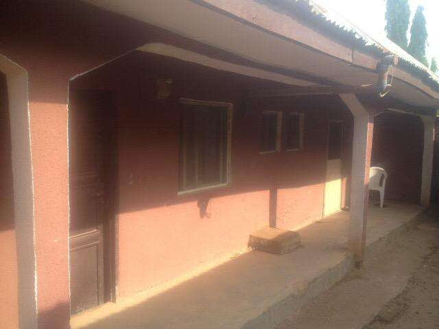 Neatly furnished one bedroom flat in bwari 0