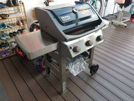 NEW WEBER SPIRIT GAS GRILL
