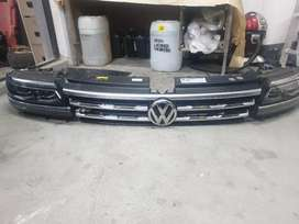 2019 tiguan R headlights and grill