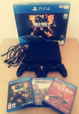 PS4 Console 1TB, 2 controllers, 3 games