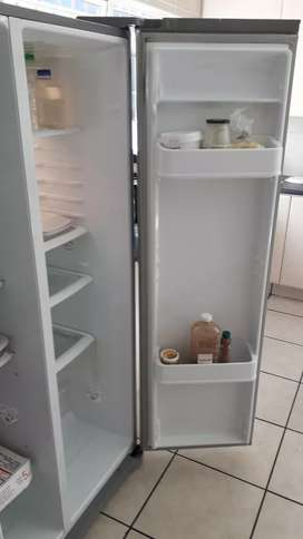 Large LG fridge deapfreese for sale