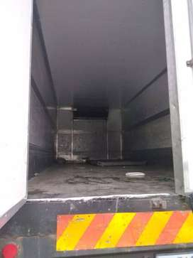 8 ton fridge body with tail lift
