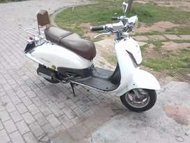 Bigboy 150cc scoeter on the road with papers