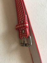 Pasek w czerwono białą kratkę