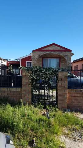 A LOVELY 2 BEDROOMS HOUSE WITH A GARAGE FOR RENTAL IN LWANDLE STRAND