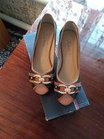 Продам туфли, очень красивые.