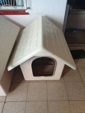 SMALL PLASTIC DOG KENNEL