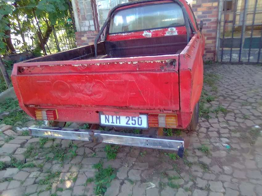 Toyota Hilux 2,4 disiel running paper are there
