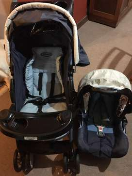Pram stroller and carseat