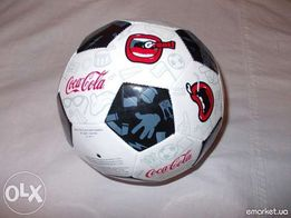 Футбольный мяч брендирован Coca-cola