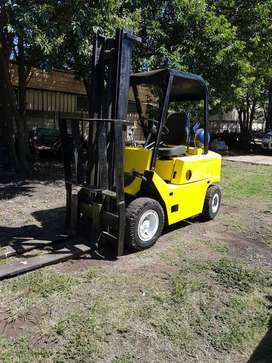 Clark forklift  3 tons  good conduchen gas fuel