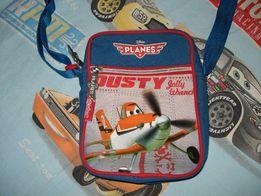 Отличная сумочка мальчугану 6-9 лет.