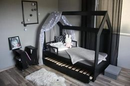 Łóżko domek z podwójnym spaniem
