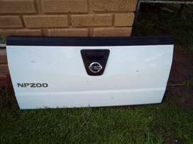 Np 200 tailgate