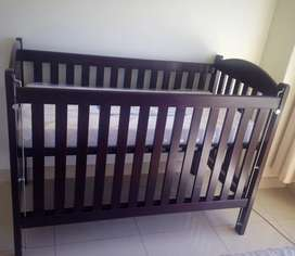 Pine Cot in dark brown