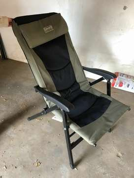 Coleman 8 pistion recliner Camping chair with broken arm rests