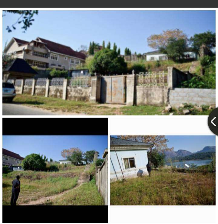 Plot of land measuring 2000m2 with a 4 bedroom bungalow in Asokoro(pen 0