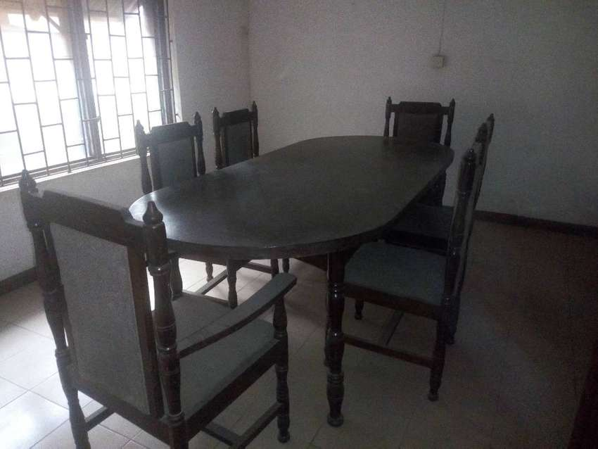 Six chairs dinning for sale 0