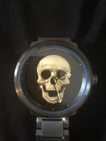 Часы с черепом