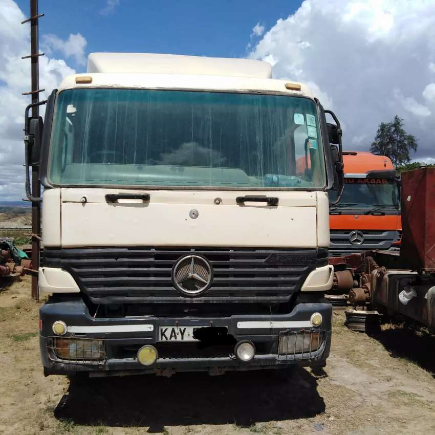 Clean Actros Mp1 with Flatbed Trailer 0