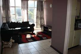 For rent in Florida lake area: 1 lounge, 1 kitchen, 1 bedroom