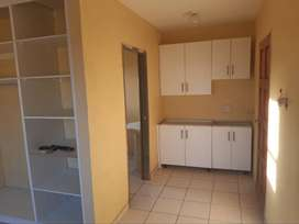 Big, clean Bachelor flat available in Allendale View near Kaalfontein