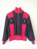 Куртка красно - чёрная, на молнии размер M
