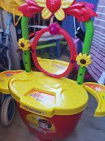 Игрушечный туалетный столик на колесах