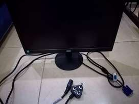"""18,5""""Aoc moniter+ kettle plug+display cable brand new bought 1week ago"""