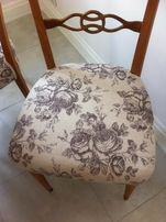 Antyk. Stylowy stół i cztery krzesła. Styl prowansalski.