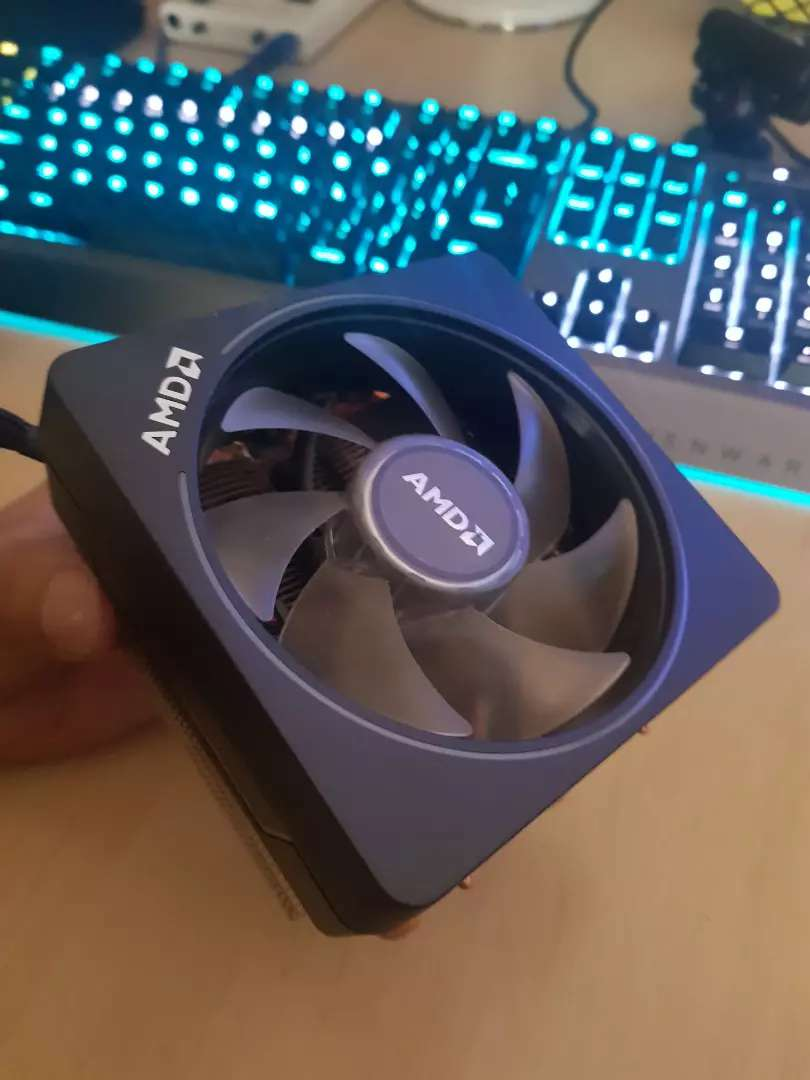 AMD Wraith Prism CPU Cooler with rgb 0