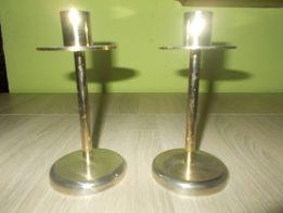 Dwa mosiężne świeczniki