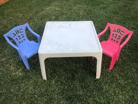 Plaic table and chairs