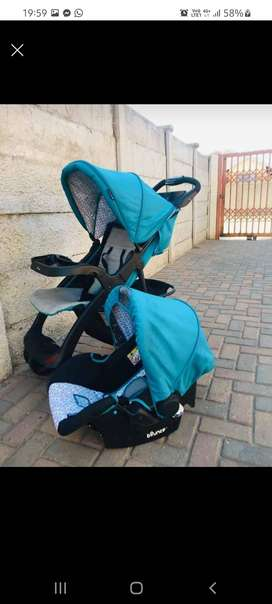 Bounce stroller and a car seat