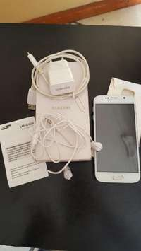 Image of Samsung Galaxy S6 clone with box and accesories