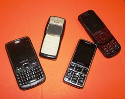 Продам лот из 4 рабочих телефонов. Есть ньюансы