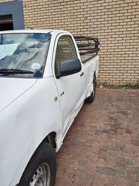 2010 2.5 D Toyota Hilux R85 000