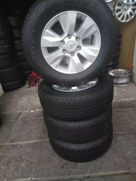 A set of tyres and rima 265/65/17 Bridgestone now available