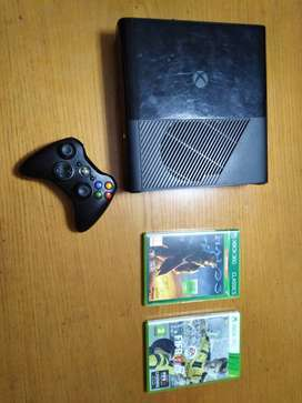Xbox 360 500gb with one controller and 2 games