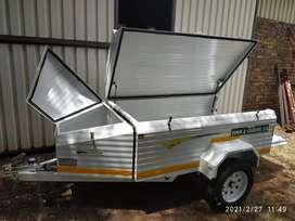 New Challenger lugage trailer with nose cone and roofrack, 7'