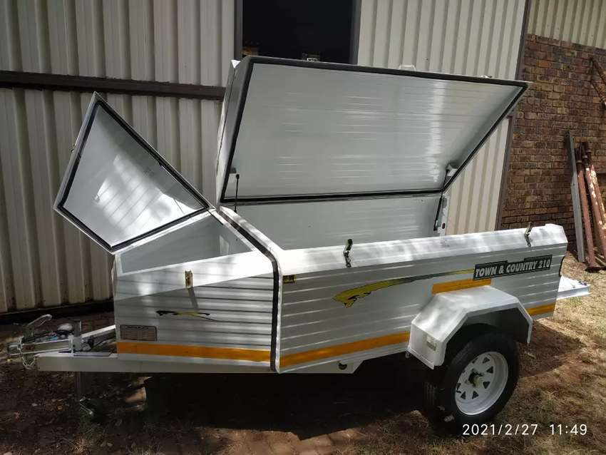 New Challenger lugage trailer with nose cone and roofrack, 7' 0