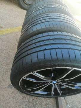 BMW Motorsports 19 Original mags and runflats tyres on 85% tread.