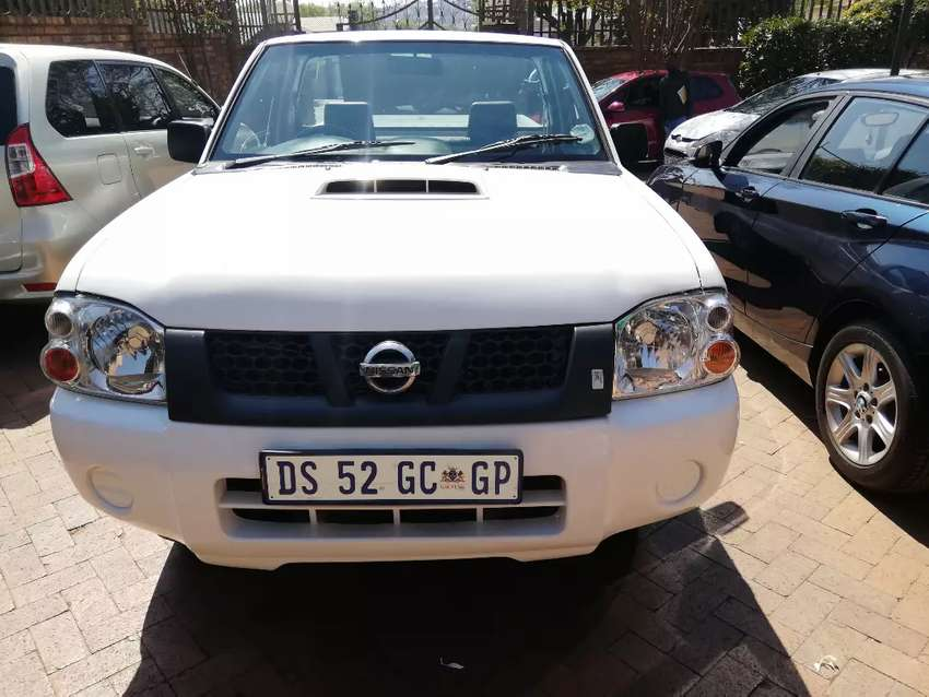 2015 Nissan NP 300 with 140000km  2.5 diesel